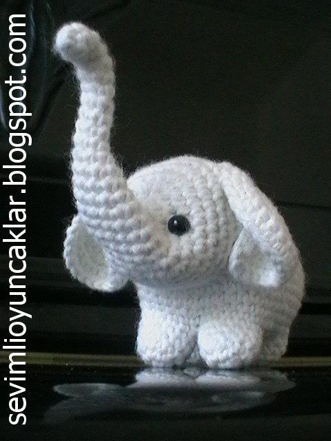 Amour Fou | Crochet }: { Gustav, the balancing elephant... } | 640x480